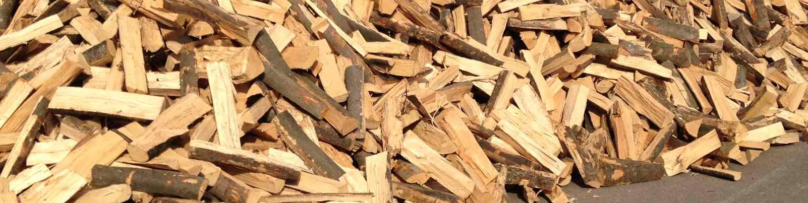 Buchenholz gestapelt